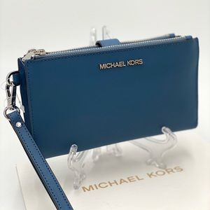 MICHAEL KORS LARGE DOUBLE ZIP WRISTLET DR CHAMBRAY